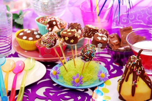Pleasing Table Decor For Birthday Or Other Party Perfect